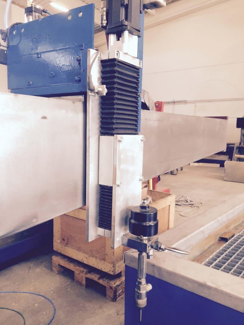 rétrofit centre de découpe jet d'eau Phénix Technologie 1