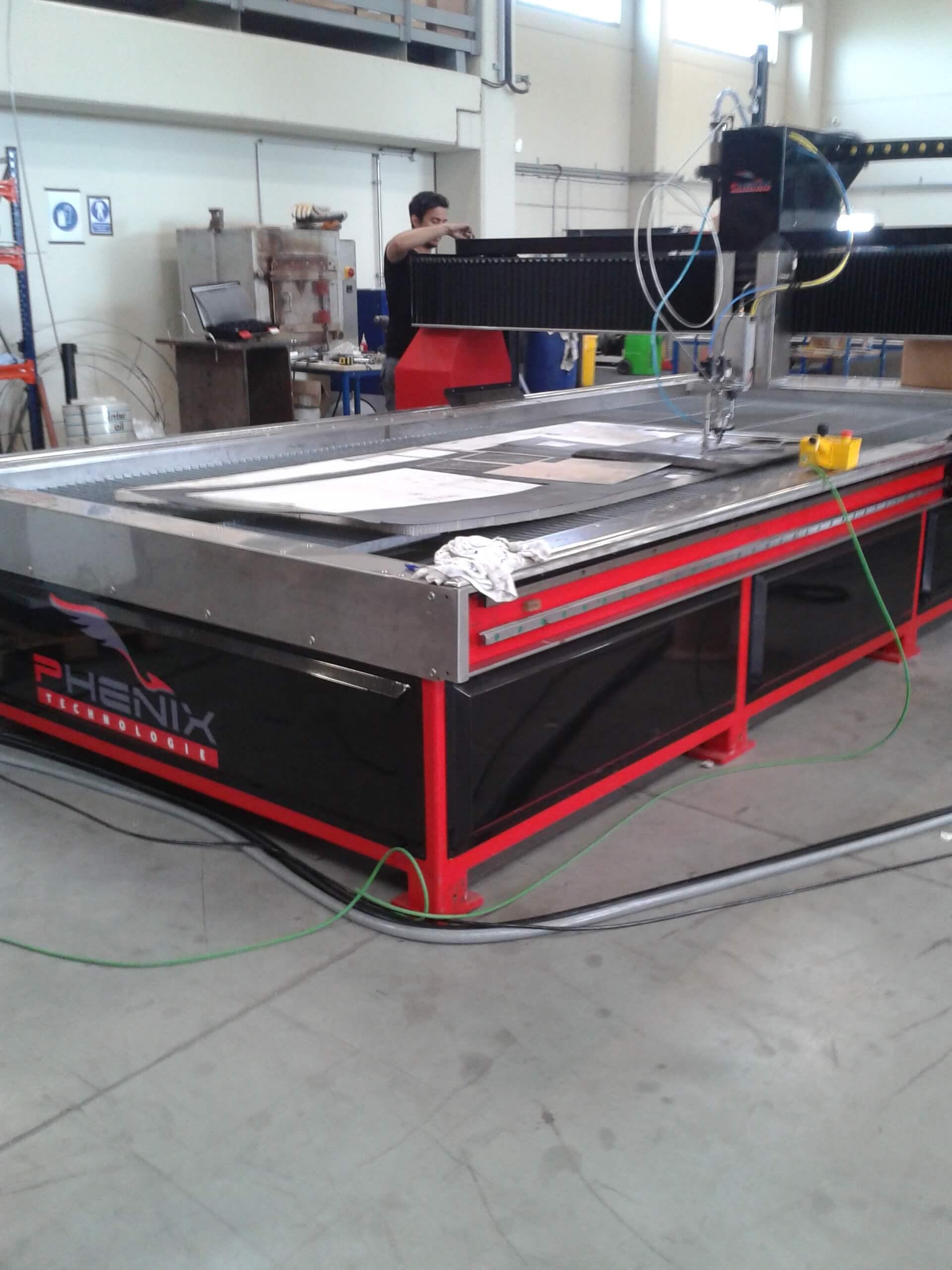 Centre de découpe hydro abrasif MDX Phénix Technologie
