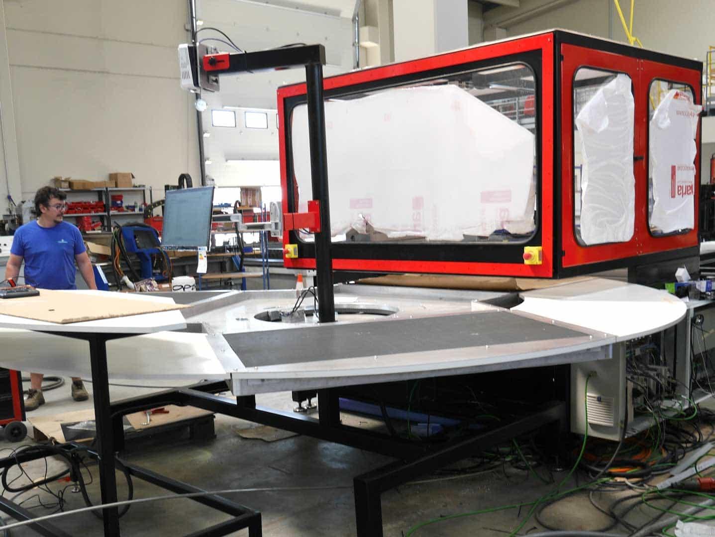 rotojet en production - Máquina ROTO Jet de corte por chorro de agua